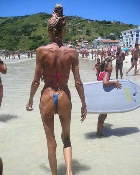 Abuela en bikini 2