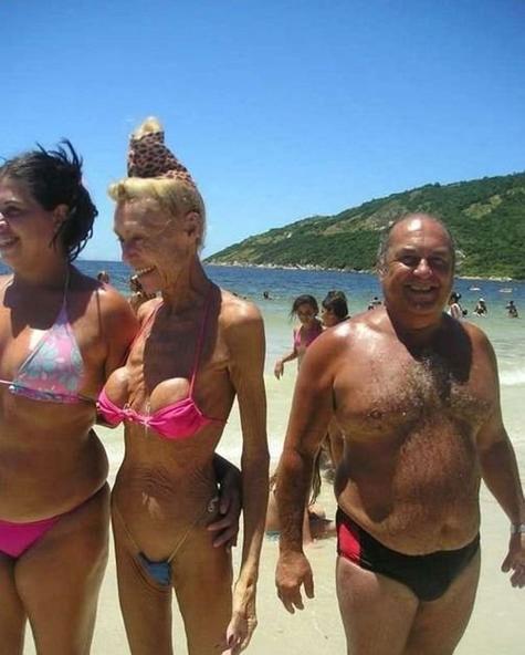 Abuela en bikini 7