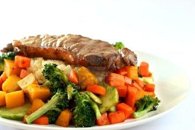 Bistec con verduras mixtas